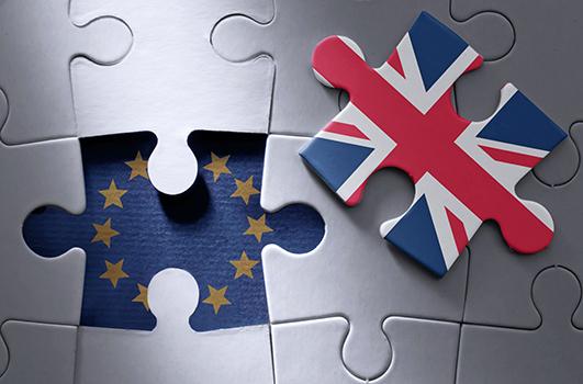 Brexit: Umsatzsteuer und Zoll. PuzzleTeile mit Europäischer Flagge